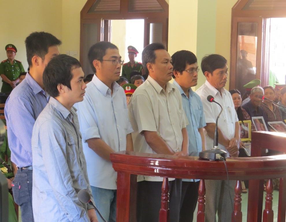 6 bị cáo nguyên là cán bộ công an TP Tuy Hòa và tỉnh Phú Yên