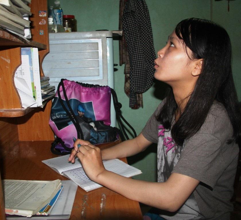 Chân dung cô học sinh giỏi mồ côi cha, mẹ mù lòa và ước mơ trở thành cô giáo dạy văn