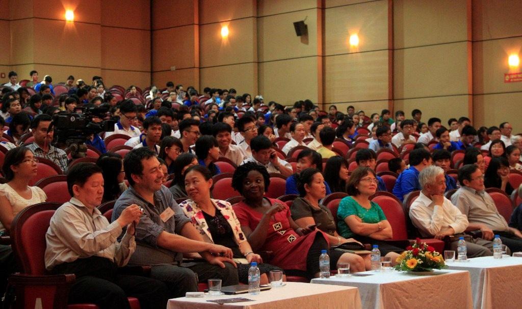 GS. Lưu Lệ Hằng giao lưu với giới trẻ đam mê khoa học tỉnh Bình Định