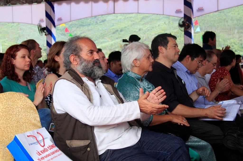 Nhiều nhà khoa học nổi tiếng khắp thế giới về dự lễ khởi công