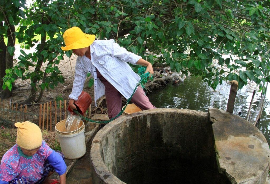 Dân khát nước sạch vì cách xa nhà máy nước