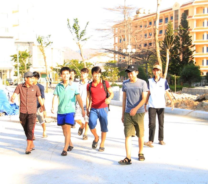 Thí sinh không dự thi môn Địa Lý tranh thủ đi thăm thú TP Quy Nhơn