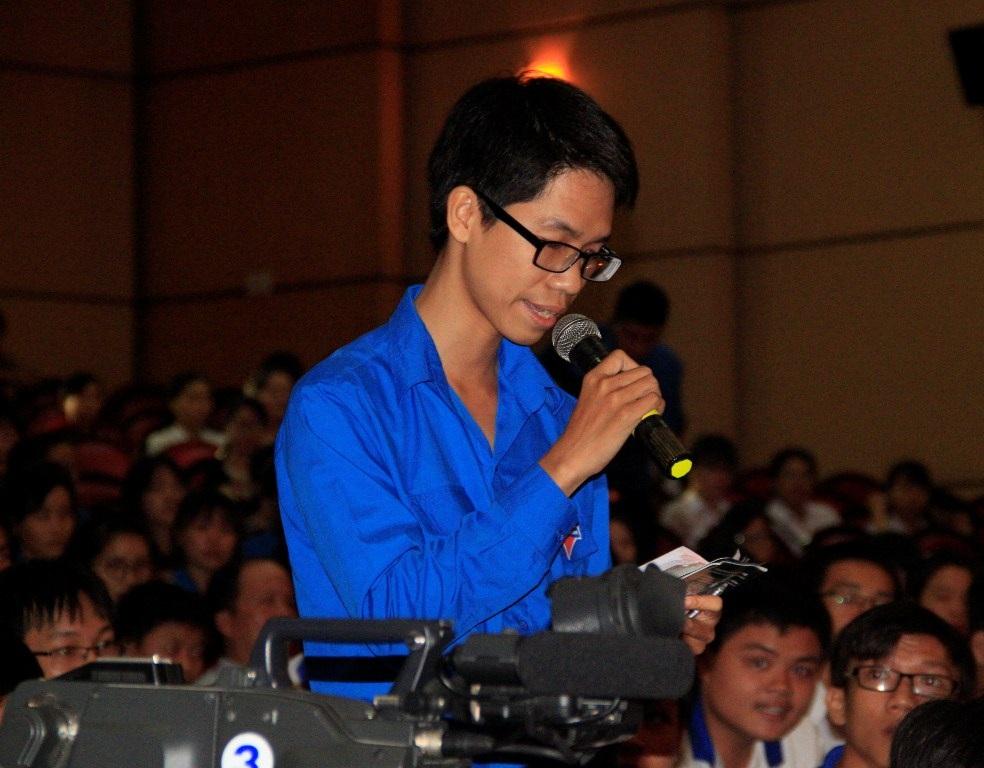 Nhiều bạn trẻ mê khoa học đặc câu hỏi rất thú vị đến GS. Lưu Lệ Hằng.
