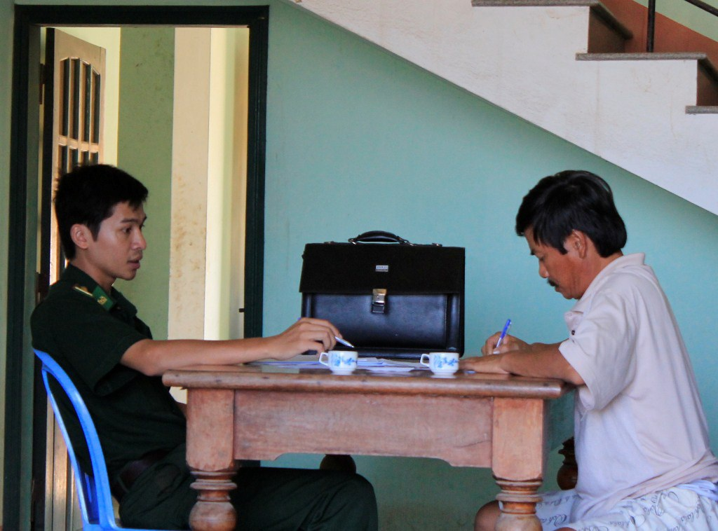 Ông Ngọc đến trình bày vụ việc tại Đồn Biên phòng cửa khẩu cảng Quy Nhơn