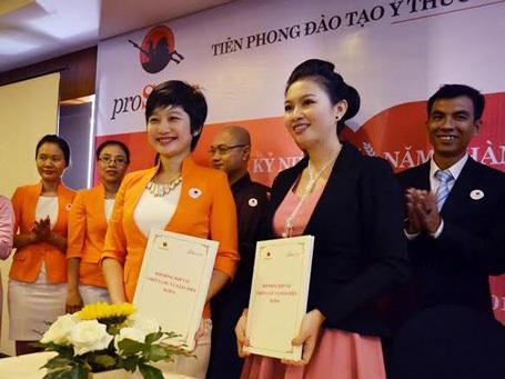 Lễ ký kết hợp đồng hợp tác toàn diện giữa proSales và Nhan Sắc Việt