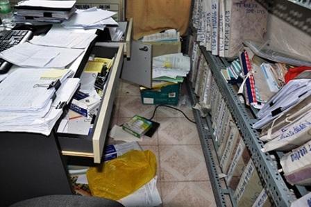 Các tủ tài liệu bị kẻ trộm lục tung