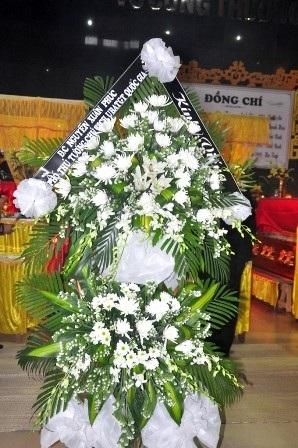 Vòng hoa của Phó Thủ tướng Nguyễn Xuân Phúc gửi đến chia buồn cùng các gia đình