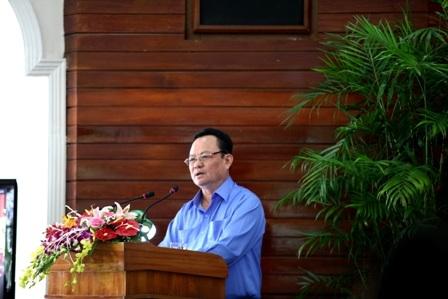 Giám đốc Sở TN-MT – ông Nguyễn Điểu – trả lời chất vấn các đại biểu