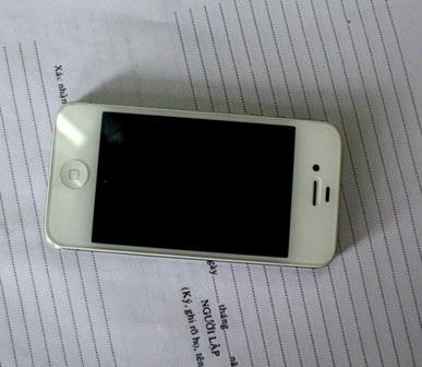 Chiếc điện thoại bị Hậu trộm cắp