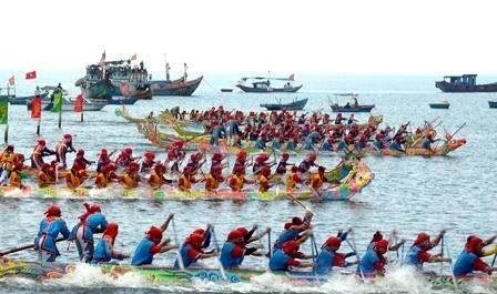 Huyện Lý Sơn tổ chức lễ hội đua thuyền mừng điện lưới quốc gia về đảo