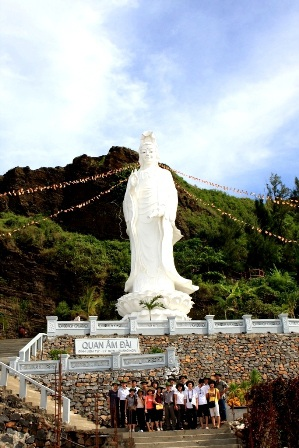 Ngành du lịch ở Lý Sơn cũng có cơ hội phát triển. Trong ảnh: Tượng phật cao nhất ở Lý Sơn