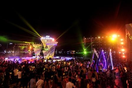 Trình diễn ánh sáng trong đêm bế mạc đường hoa Xuân Đà Nẵng 2015