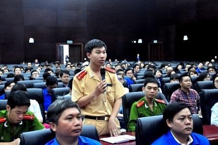 Thượng úy Nguyễn Đình Trung – đại diện Đoàn thanh niên Phòng CSGT Công an TP Đà Nẵng phát biểu