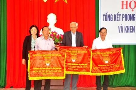 3 tập thể xuất sắc được nhận cờ thi đua của TW Hội Khuyến học Việt Nam.
