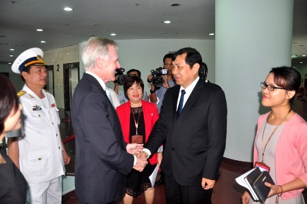 Chủ tịch Đà Nẵng tiếp Bộ trưởng Hải quân Hoa Kỳ