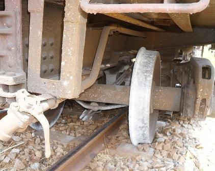 Bánh xe lửa trật khỏi đường ray