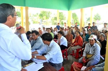 Gần 100 hộ dân/110 hộ ở thôn Chiêm Sơn đối thoại với chính quyền địa phương