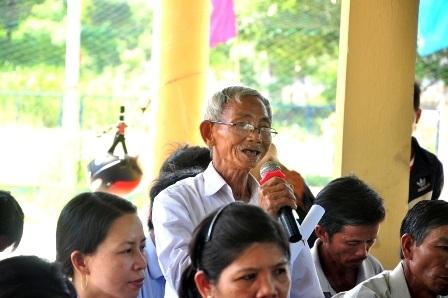 Người dân thôn Chiêm Sơn đối thoại với chính quyền địa phương
