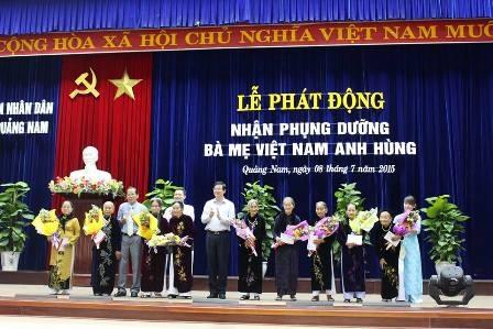 Lãnh đạo tỉnh Quảng Nam tặng quà đến các Mẹ Việt Nam Anh hùng trên địa bàn tỉnh