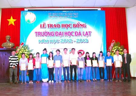 15 sinh viên ĐH Đà Lạt được nhận học bổng Vietnamobile nhân kỷ niệm 54 năm thành lập trường