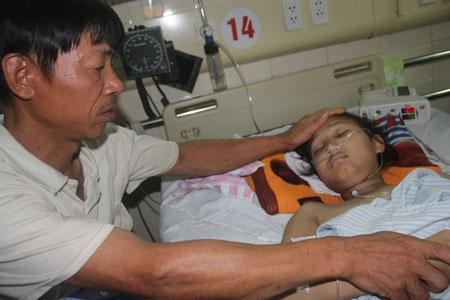 Nữ sinh 16 tuổi nguy kịch vì bệnh lupus ban đỏ