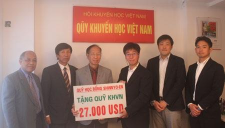 Tổ chức Shinnyo-en trao 27.000 USD đến Quỹ Khuyến học Việt Nam giúp học sinh, sinh viên nghèo vượt khó
