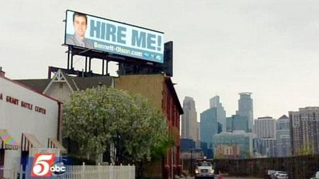Tìm được việc nhờ tự quảng cáo ngoài trời