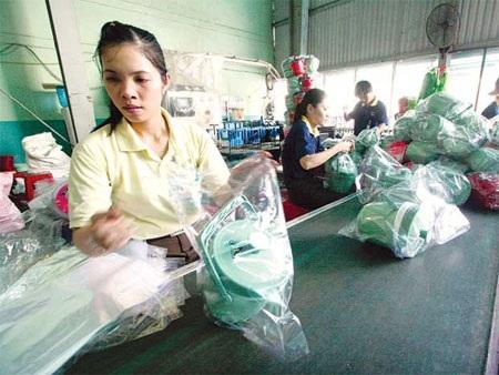 Các doanh nghiệp sản xuất nhựa đang gặp khó khăn do giá nguyên liệu tiếp tục tăng.