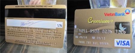 Hai mặt thẻ tín dụng VISA của chị Mai Hương.