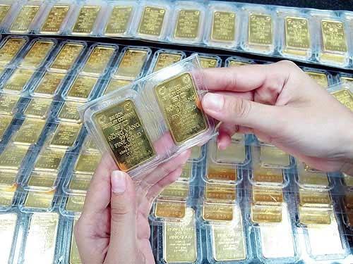 Giá vàng trong nước lại ngược chiều với thế giới