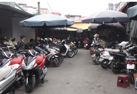 Cảnh đìu hiu tại chợ xe máy cũ Dịch Vọng, quận Cầu Giấy (Ảnh chụp chiều 13/11)
