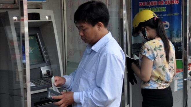 Ngày 28/12, Ngân hàng Nhà nước đã ban hành thông tư số 35 quy định về phí thẻ ghi nợ nội địa (ATM).