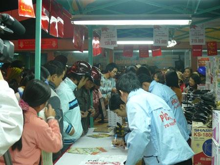 """""""Chợ Tết Pico"""" Hà Nội đã được tổ chức nhiều lần và thu hút rất đông khách hàng"""