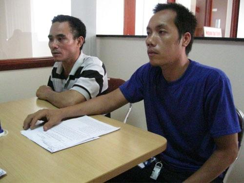 Anh Nguyễn Hoàng Châu (bìa phải) trình bày bức xúc tại Báo Người Lao Động
