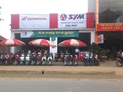 Cửa hàng Khai Phát, nơi bán xe máy trả góp tại thị trấn Xuân Mai. Ảnh: Phong Cầm .