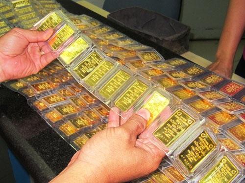 Vàng SJC đang cao hơn giá thế giới 5,6 triệu đồng/lượng (ảnh minh họa).