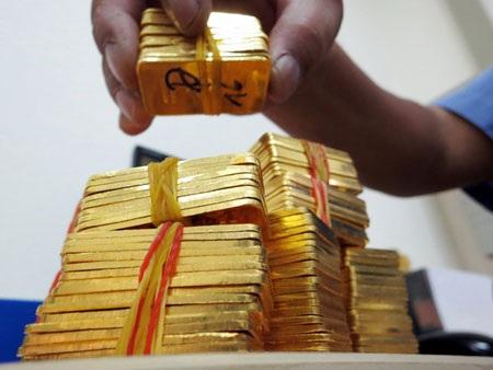 Vàng SJC đang đắt hơn thế giới 6,8 triệu đồng/lượng