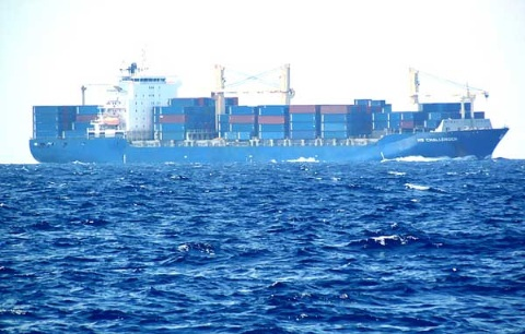 Có lúc, đồng thời nhìn thấy 7 chiếc tàu buôn loại lớn, có thể chụp 3 chiếc tàu trong một bức ảnh .