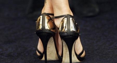 Đi giày càng cao, tiền boa càng nhiều