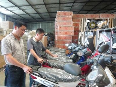 Anh Thi tại trụ sở công ty ở tỉnh Benguela. Ảnh: Phong Cầm..