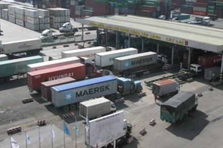 Giá dầu diesel tác động lớn đến giá cước vận tải, nhưng hiện vẫn ở mức cao. Ảnh. T.Phan