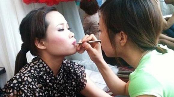 Dịch vụ cho thuê mặt phục vụ các lớp học trang điểm đang rất ăn khách tại Hà Nội và Sài Gòn