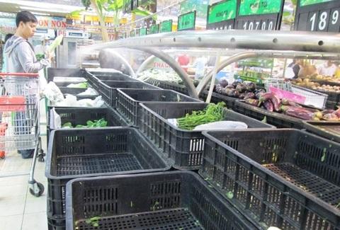 Rau tươi cháy hàng vì người tiêu dùng mua tránh bão