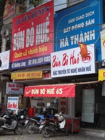 Đến cửa hiệu thứ ba thì cho rằng cửa hàng mình mới là chính hiệu, hai cửa hiệu bên cạnh là mới mở