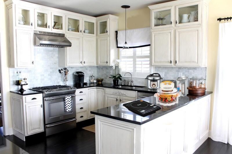 Với thiết kế bắt mắt bếp điện từ và bếp hồng ngoại làm căn bếp trở nên sang trọng?