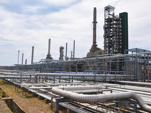 Nhà máy Lọc dầu Dung Quất đang chờ đối tác khủng để tiến hành cổ phần hóa. Ảnh: S.T