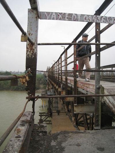 Cầu Long Biên do Tổng Cty ĐSVN bảo trì với kinh phí 7 tỷ đồng/năm.Ảnh: Sỹ Lực