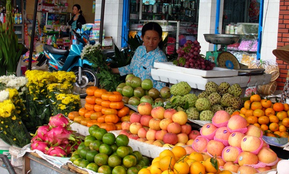 Các loại hoa quả, thực phẩm cho ngày rằm tháng Giêng bắt đầu tăng giá từ 20-50% so với trước đó.