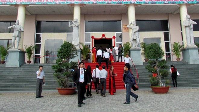 Hội nghị được tổ chức rùm beng tại Trung tâm Văn hóa 46 Trần Phú, Nha Trang