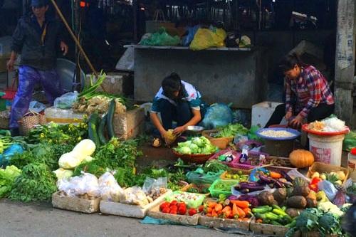 Hầu hết các loại rau ở chợ đều tăng giá mạnh, có loại giá tăng gấp 3-4 lần